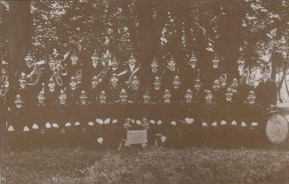 Sbor dobrovoln�ch hasi�� v�etn� orchestru v roce 1919.